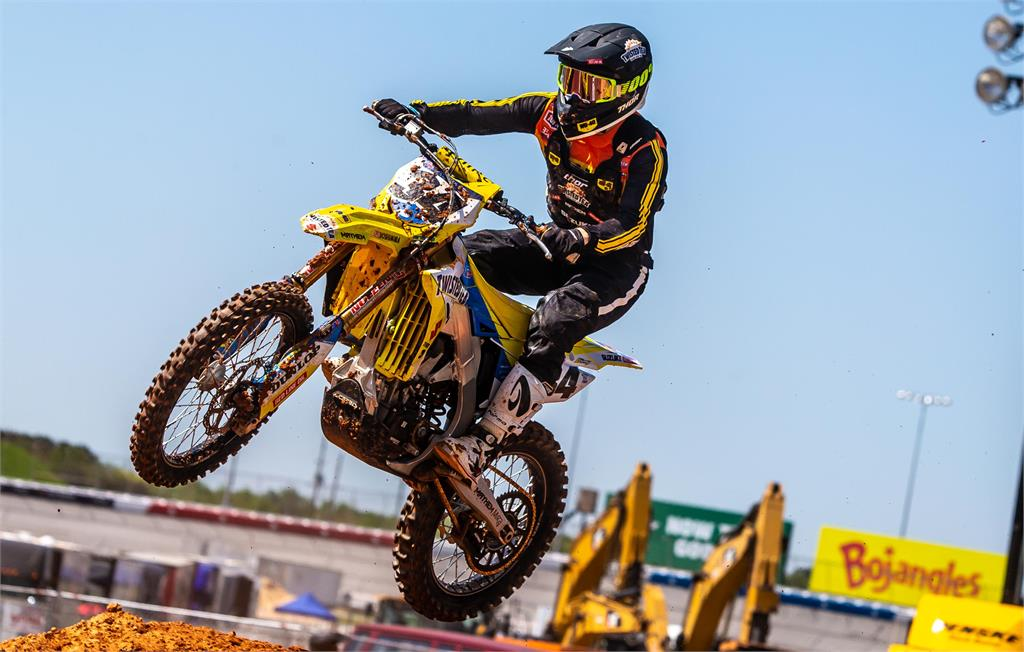 Suzuki riders fought hard under the lights on a hot Tuesday night at Atlanta Motor Speedway in America for Round 14 of the AMA/ FIM World Supercross Championship.