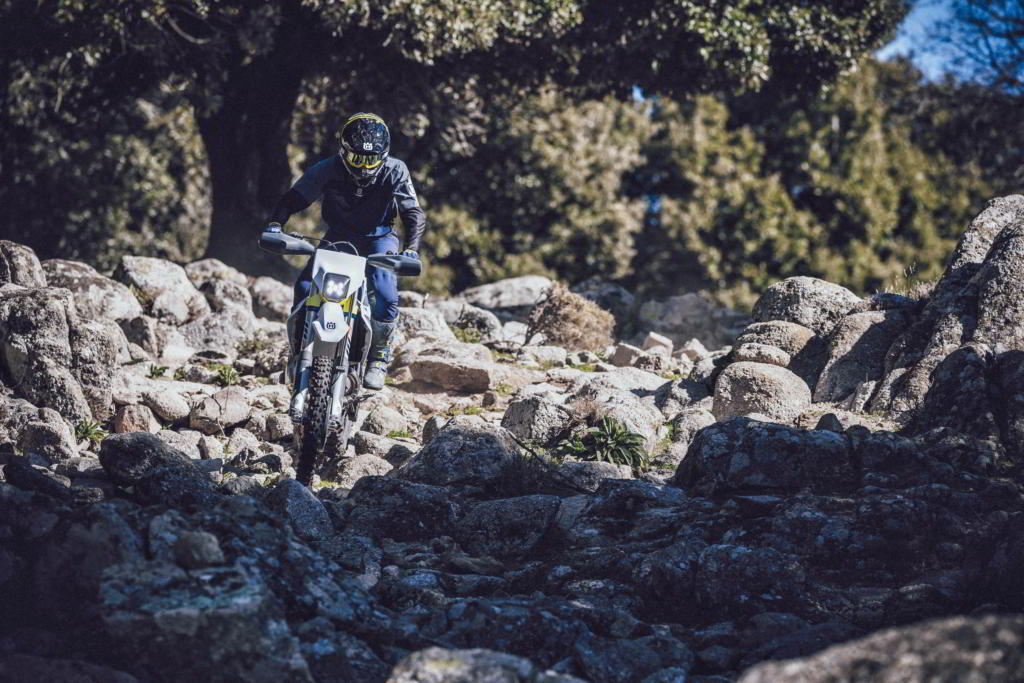 TE 250i 2022 the 2022 enduro range passes the competition right from the dealer floor, thanks to superior traction of the new Michelin Enduro tyres.